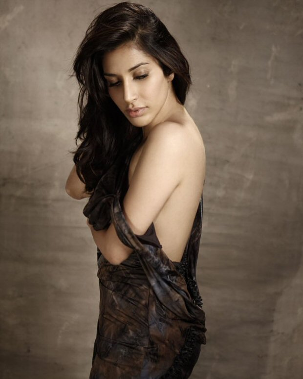 WOW! Sophie Choudry promotes self-belief with this HOT picture
