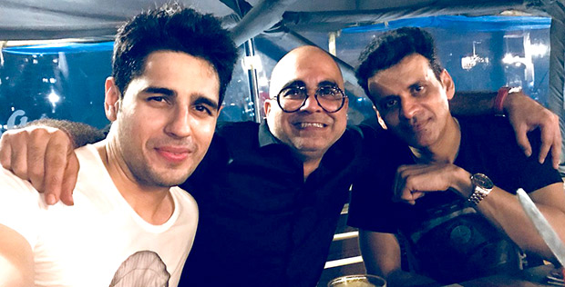 Check out Sidharth Malhotra and Manoj Bajpayee party hard at the Aiyaary wrap-up party (2)