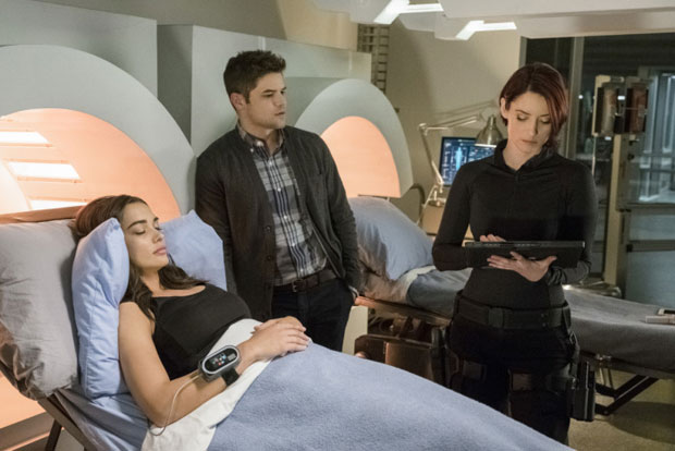 Check out Amy Jackson makes her on superhero show, Supergirl