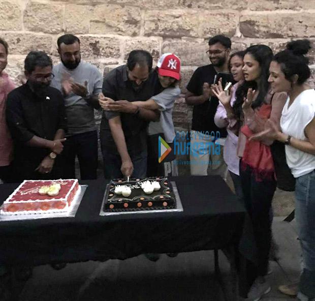 Check out Kangana Ranaut celebrates director Krish Jagarlamudi's birthday on the sets Manikarnika (3)