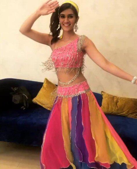 Check out Kriti Sanon transforms into Madhuri Dixit's Mohini for Lip Sing Battle