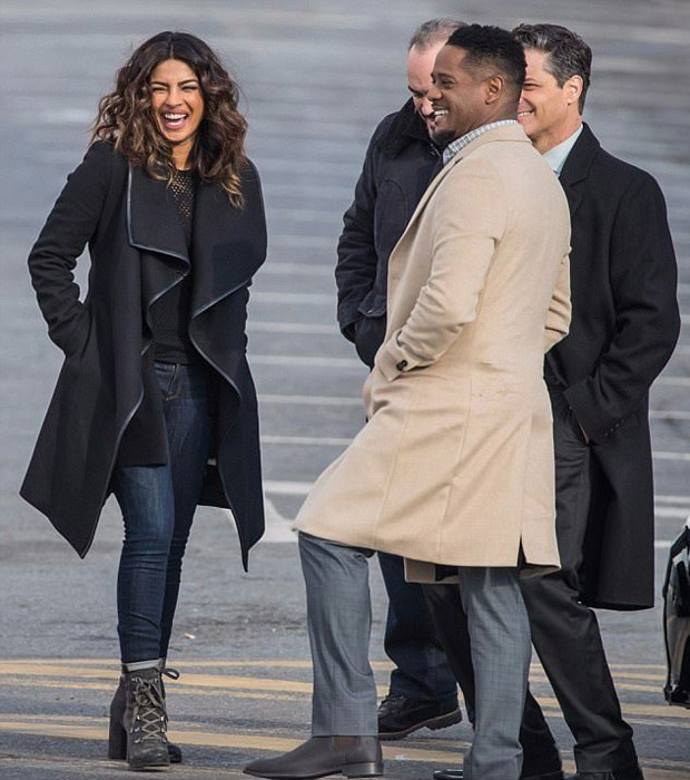 Check out Priyanka Chopra flaunts her new look while shooting for Quantico in NYC3