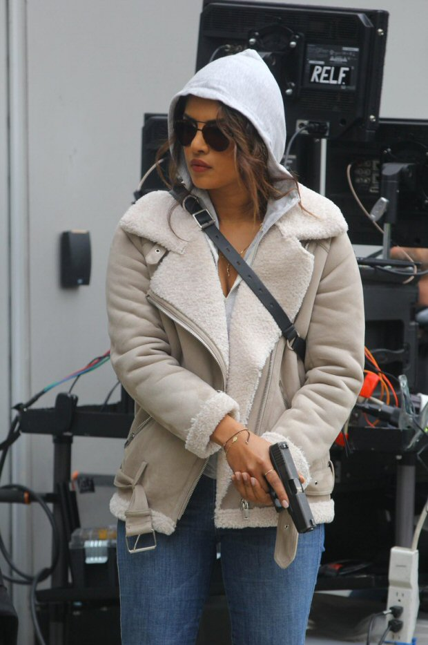 Check out Priyanka Chopra points a gun at someone while shooting an action scene for Quantico on the streets of NYC2