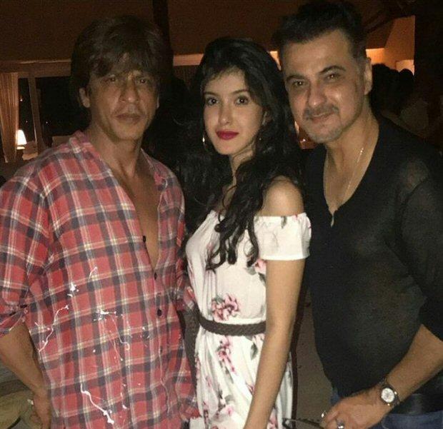 INSIDE PHOTOS Deepika Padukone, Katrina Kaif, Alia Bhatt, Karan Johar, Sidharth Malhotra and others at Shah Rukh Khan's grand birthday bash!-12