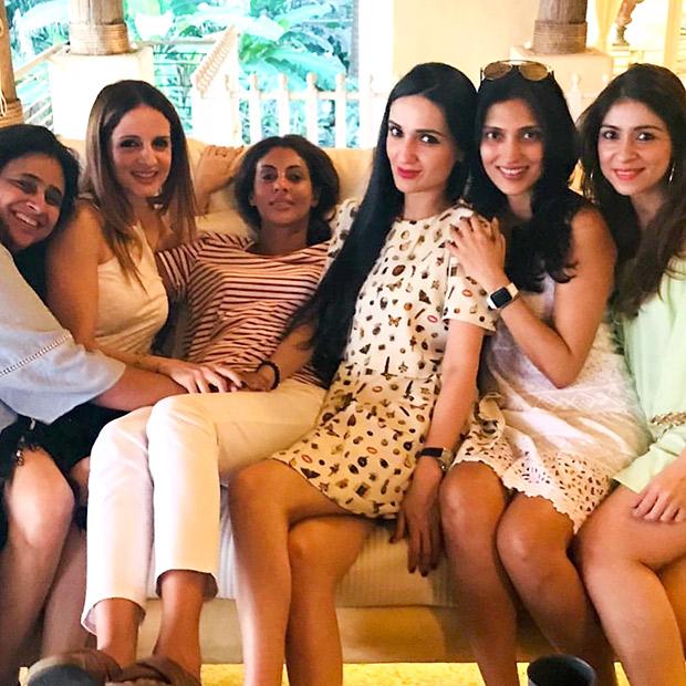 INSIDE PHOTOS Deepika Padukone, Katrina Kaif, Alia Bhatt, Karan Johar, Sidharth Malhotra and others at Shah Rukh Khan's grand birthday bash! (4)