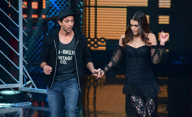 It was a riot on Lip Sing Battle with Hrithik Roshan, Kriti Sanon and Rajkummar Rao dancing together on stage (4)