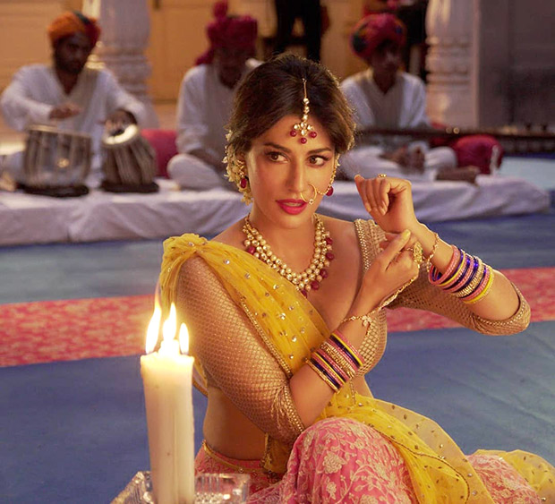 Saheb, Biwi Aur Gangster 3 Chitrangda Singh looks BEAUTIFUL as she recreates a Pakeezah moment