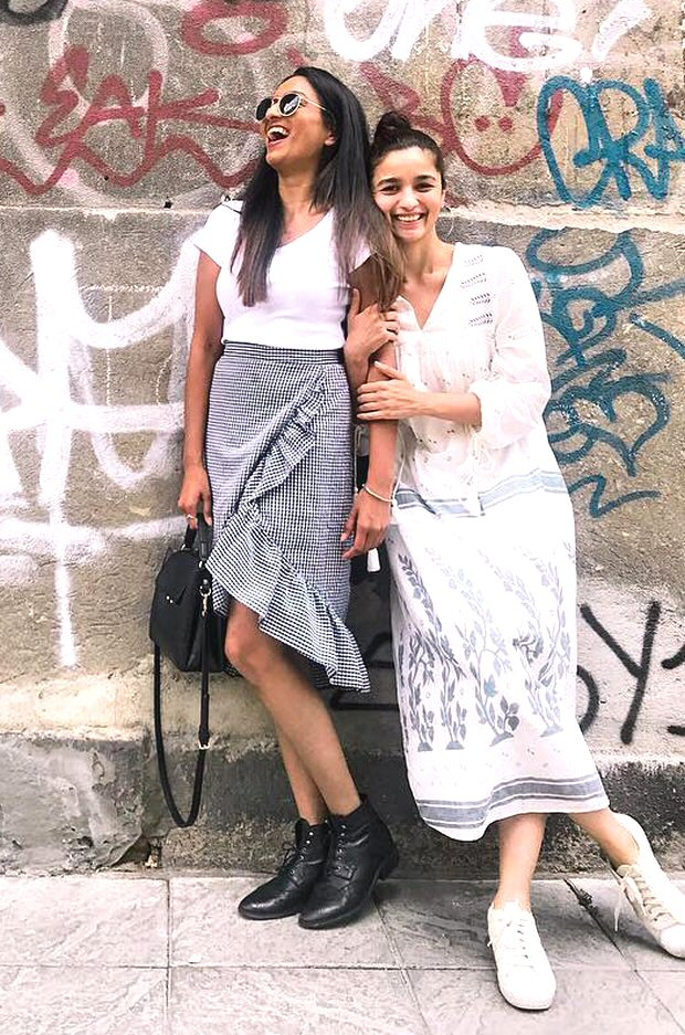 Bramhastra diaries: Alia Bhatt is all SUNSHINE and SMILES as she poses with her BFFs in Bulgaria (see pics)