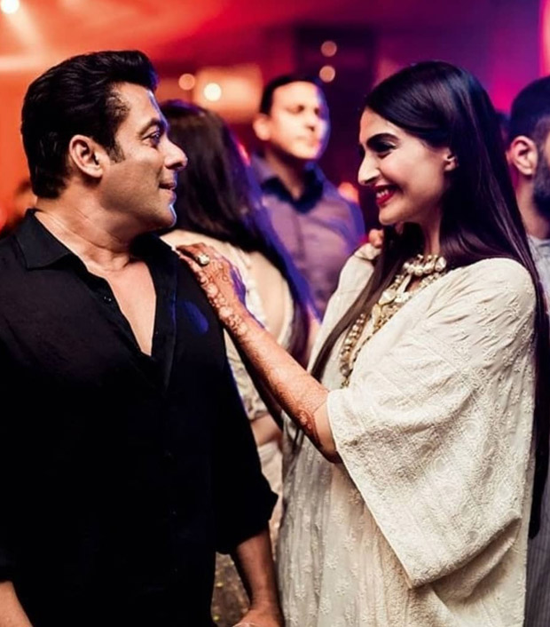 Here are some of the UNSEEN MOMENTS of Shah Rukh Khan, Salman Khan, Varun Dhawan and others from Sonam Kapoor - Anand Ahuja's wedding