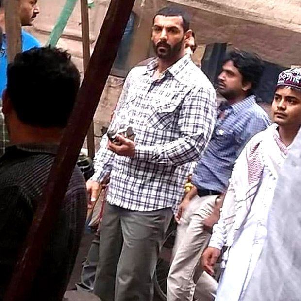 LEAKED! Here's a glimpse of new avatar of JOHN ABRAHAM while shooting on the streets of Junagarh for Romeo Walter Akbar