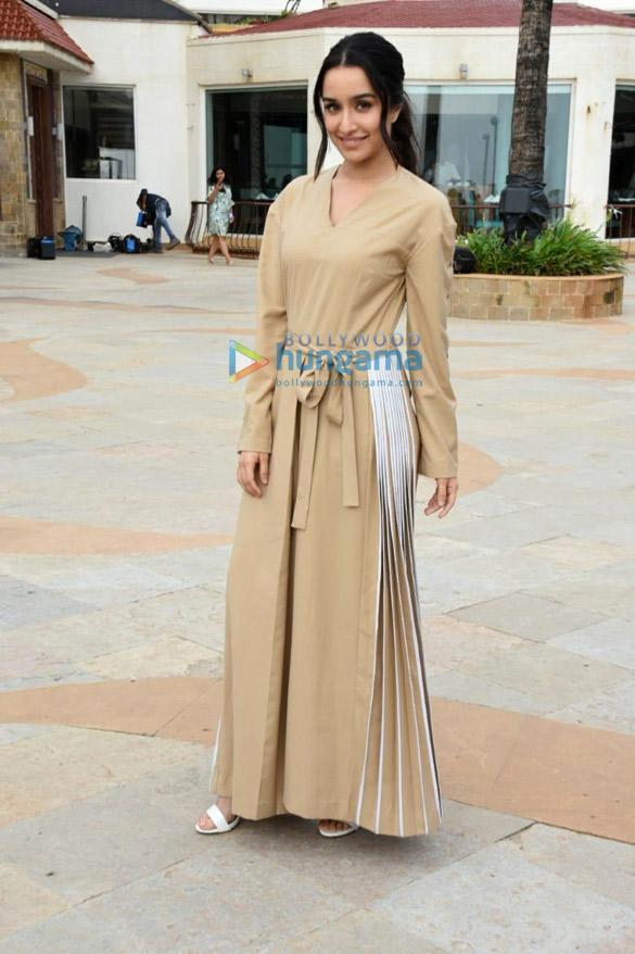 Shahid-Kapoor-and-Shraddha-Kapoor-snapped-promoting-their-film-Batti-Gul-Meter-Chalu-3