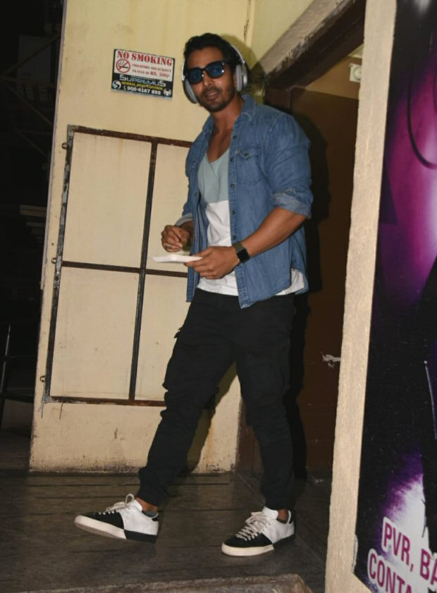 Did Harshvardhan Rane and Kim Sharma just CONFIRM their relationship at the screening of Paltan-