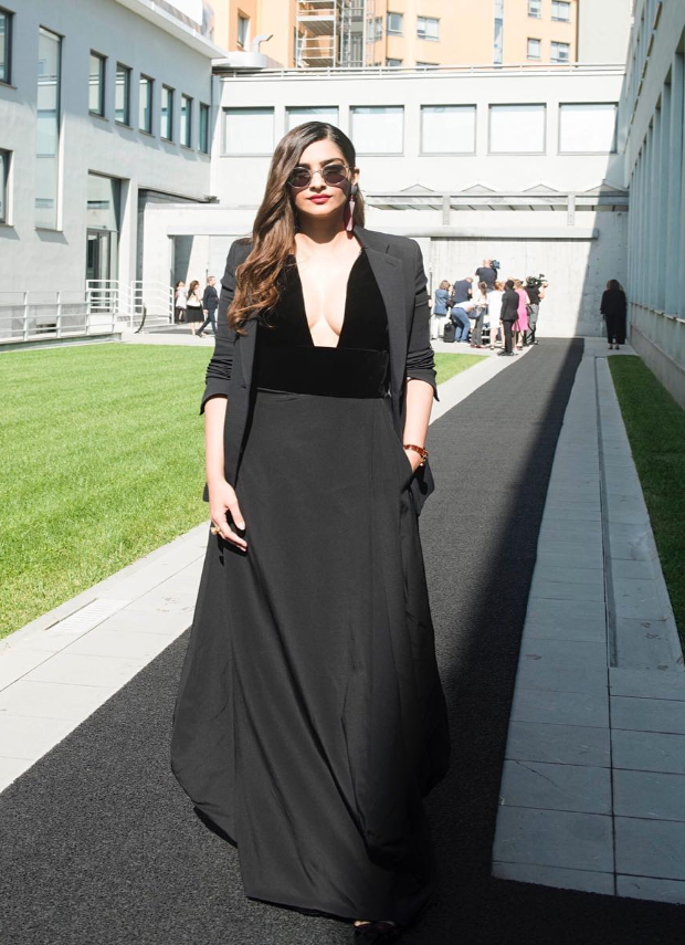 Sonam Kapoor at Milan Fashion Week for Giorgio Armani (1)