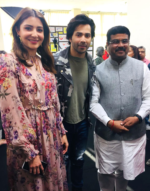 Varun Dhawan - Anushka Sharma signed as ambassadors of Skill India Campaign