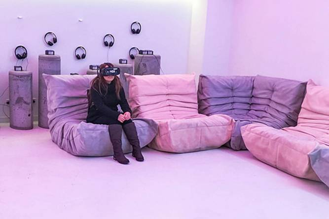 Woman using a virtual reality headset by marcoverch, on Flickr