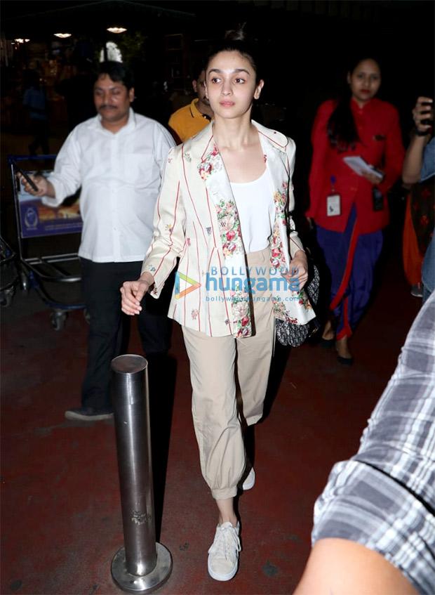 Alia in Pero at the airport (3)