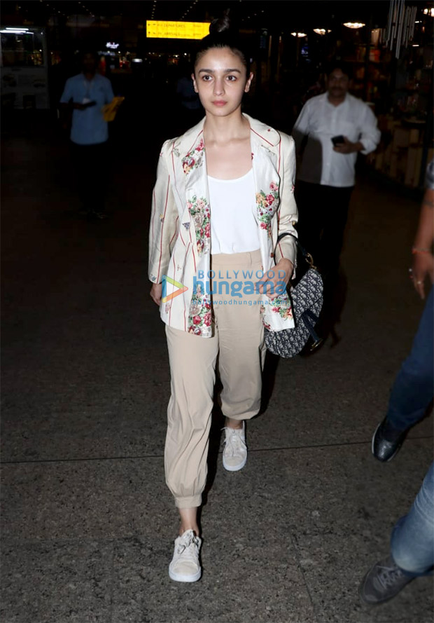 Alia in Pero at the airport (4)