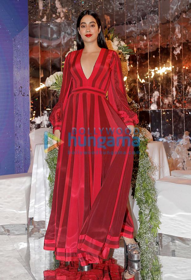Janhvi Kapoor in Manish Malhotra for the Festive Junction Show (4)
