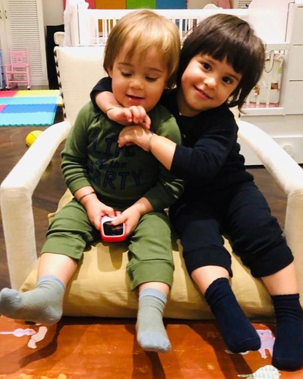 Karan Johar's twins Roohi and Yash are sibling goals in this adorable photo