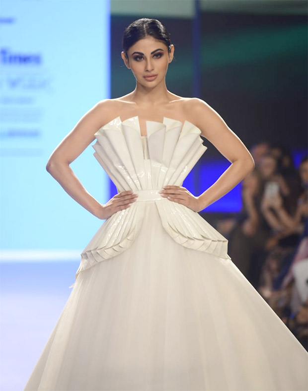 Mouni Roy in Swapnil Shinde (2)