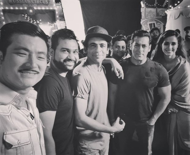 BHARAT: Salman Khan, Disha Patani Ali Abbas Zafar and others pose for a Diwali selfie on sets