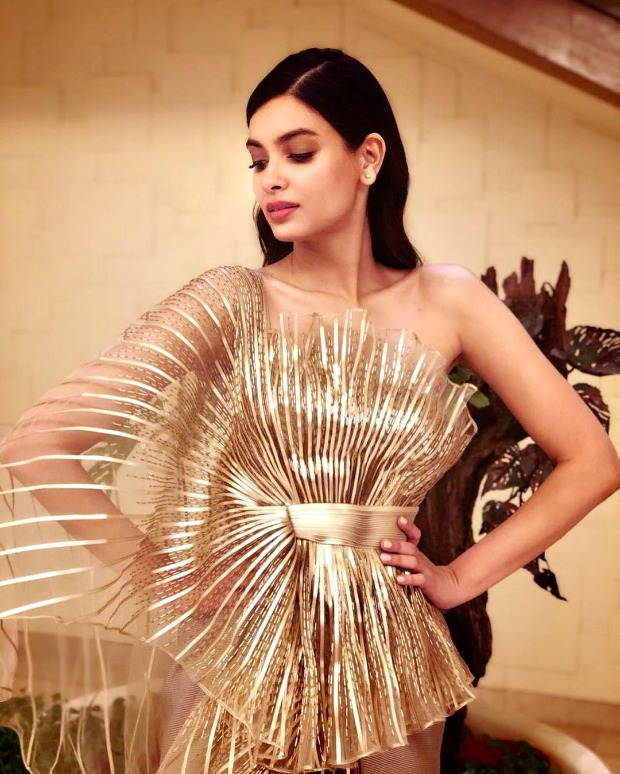 Diana Penty in Amit Aggarwal for the IFFI 2018 Goa closing ceremony (2)