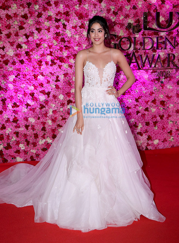Janhvi Kapoor in Reem Acra for Lux Gold Rose Awards 2018 (6)