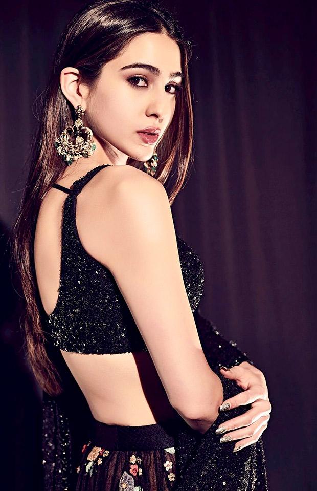Sara Ali Khan in Sabyasachi promoting Kedarnath on Indian Idol 10 (2)
