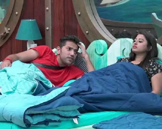 Bigg Boss 12: Somi Khan refuses to swear on mother to prove that Romil is just her friend, Deepak adds a twist to this situation