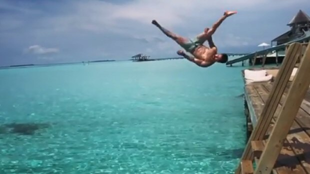 HOT & HAPPENING! Tiger Shroff aces the bellyflop on a vacation with Disha Patani (watch videos)