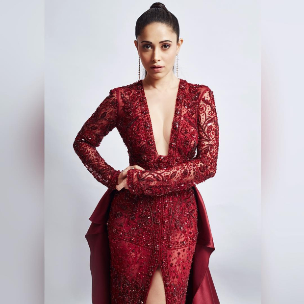 Nushrat Bharucha in Sarah Alabdullah for OMG Collection at Star Screen Awards 2018 (5)