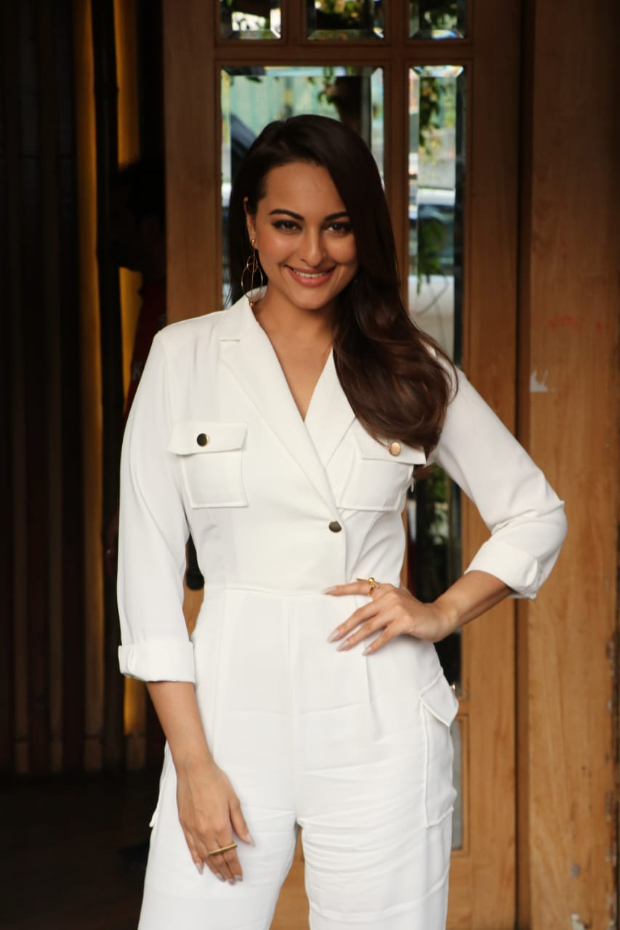 Sonakshi Sinha in Storets jumpsuit for an interview taping (3)