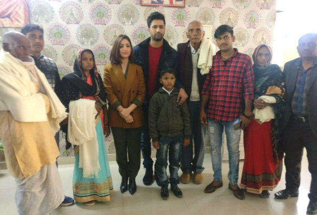 Vicky Kaushal and Yami Gautam meet the families of URI martyrs in Lucknow