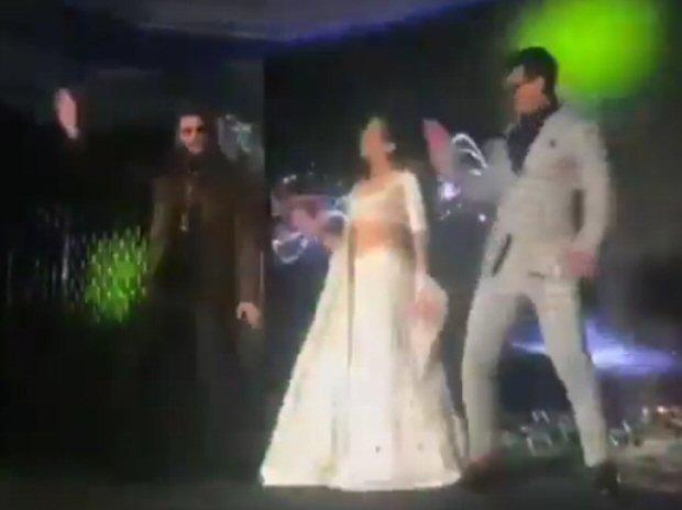 WATCH Simmba stars Ranveer Singh, Sara Ali Khan and Siddharth Jadhav enthrall the audience on 'Aankh Marey'
