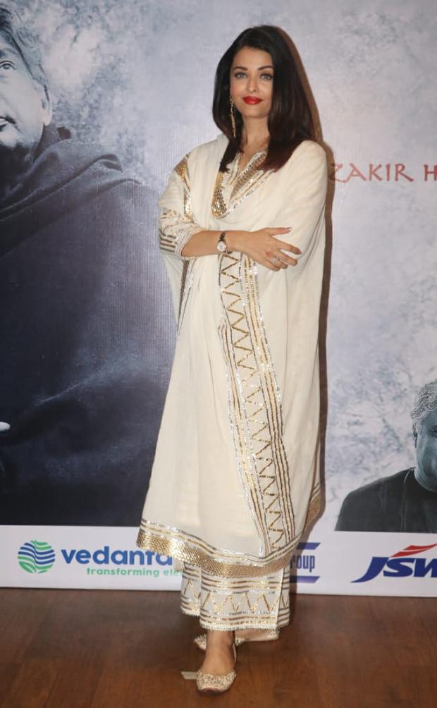 Aishwarya Rai Bachchan in Sukriti and Aakriti for Raag Shayari premier (2)