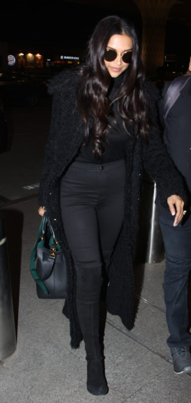 Deepika Padukone in all black at the airport (3)