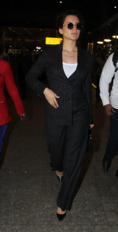 Kagana Ranaut in H&M at the airport (1)