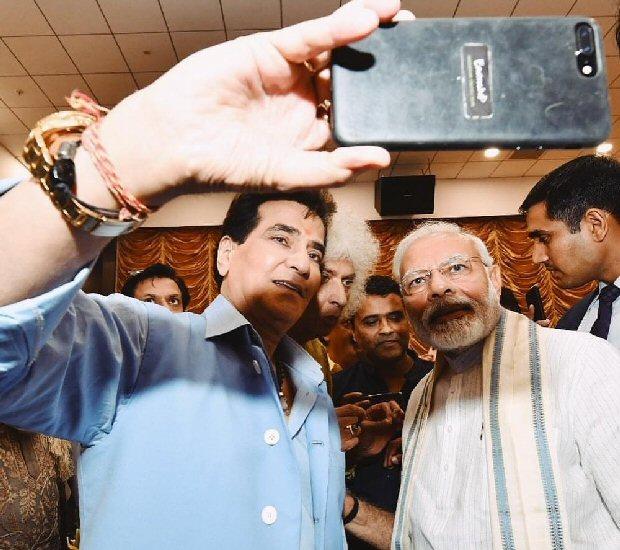 PM Narendra Modi speaks about his admiration for veteran actor Jeetendra's hardship!