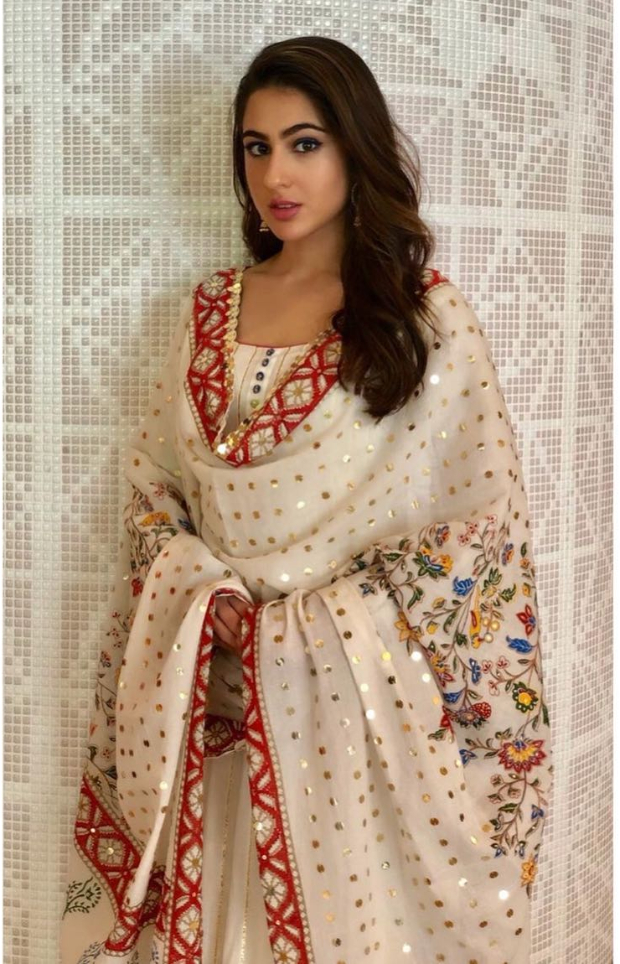 Sara Ali Khan in Sukriti and Aakrit for an event in Singapore (3)