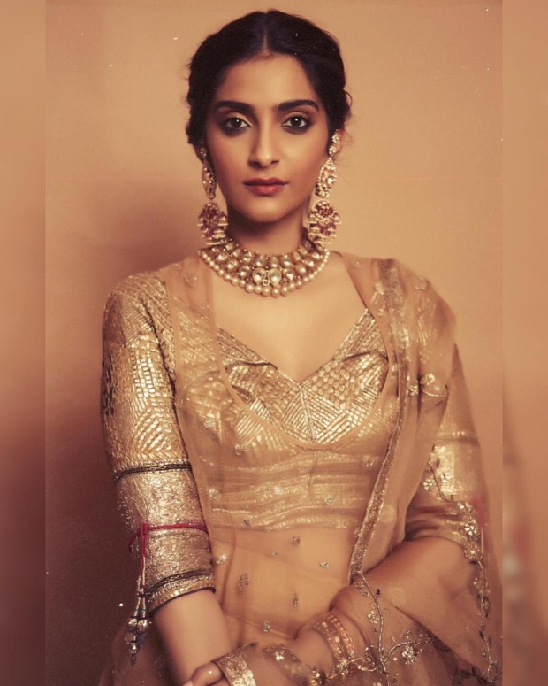 Sonam Kapoor Ahuja in Good Earth Couture for a mehendi ceremony (2)