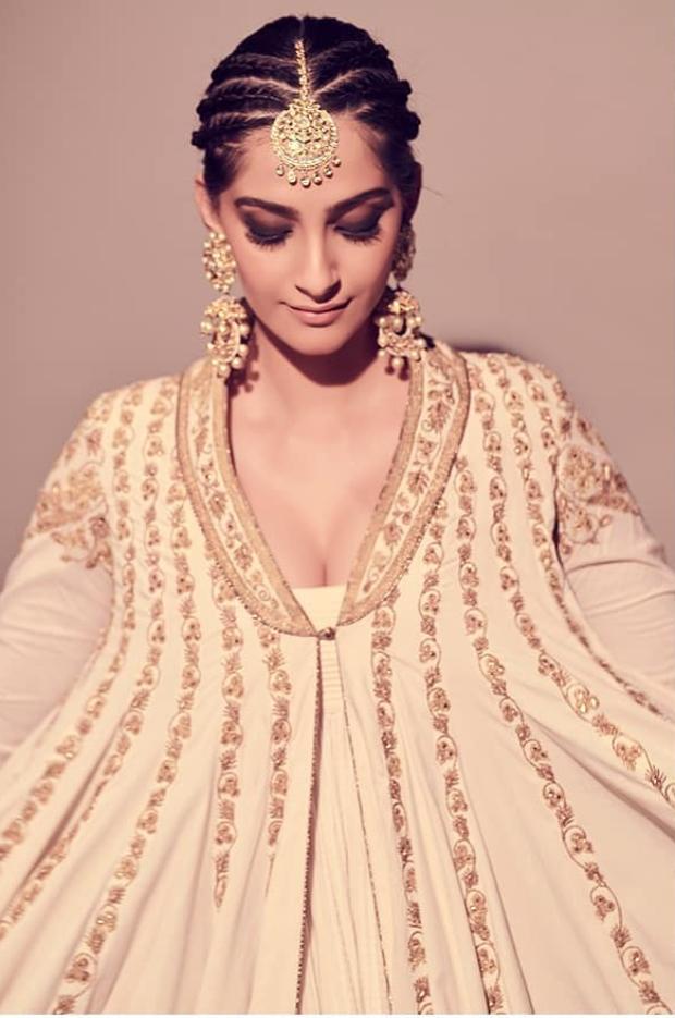 Sonam Kapoor Ahuja in Rohit Bal (6)