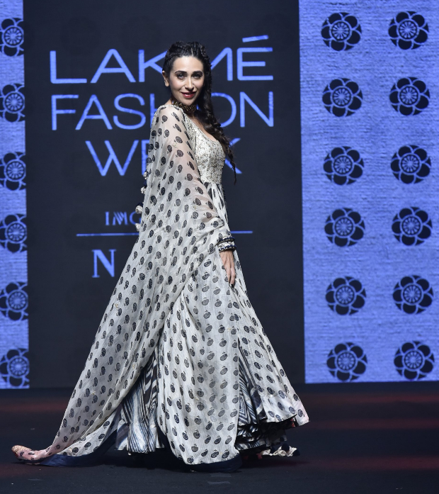 Karisma Kapoor for Punit Balana at LFW 2019 Summer_Resort (1)