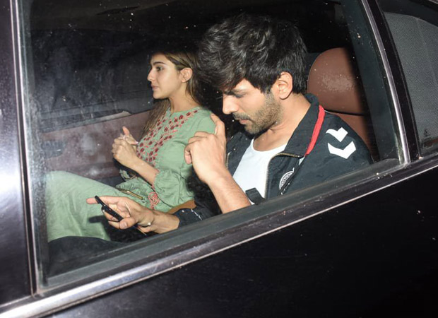 These photos of Sara Ali Khan and Kartik Aaryan are holding hands are making fans go gaga all over!
