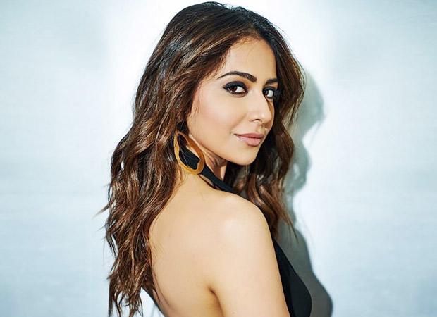 Rakul Preet Singh looks like a vision as she soars the temperature in black for De De Pyaar De promotions