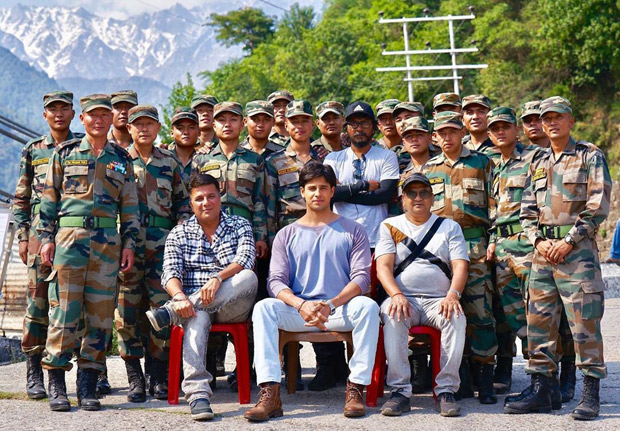 Sidharth Malhotra and the team of Shershaah share this frame-worthy photo with the Gurkha Rifle Regiment, all the way from Palampur!