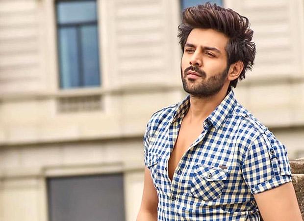 Kartik Aaryan decides to enjoy Mumbai rains after the shoot of his Imtiaz Ali film with Sara Ali Khan gets STALLED!