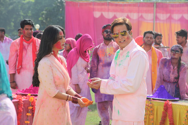 Get ready to groove to 'Fancy Thumke' from Family of Thakurganj
