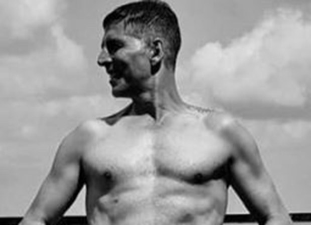 """""""Don't be a product of a product,"""" says Akshay Kumar as he posts a shirtless picture of himself"""