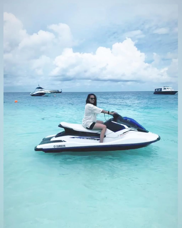 PHOTOS & VIDEOS: Sonakshi Sinha learns to drive a speed boat in Maldives
