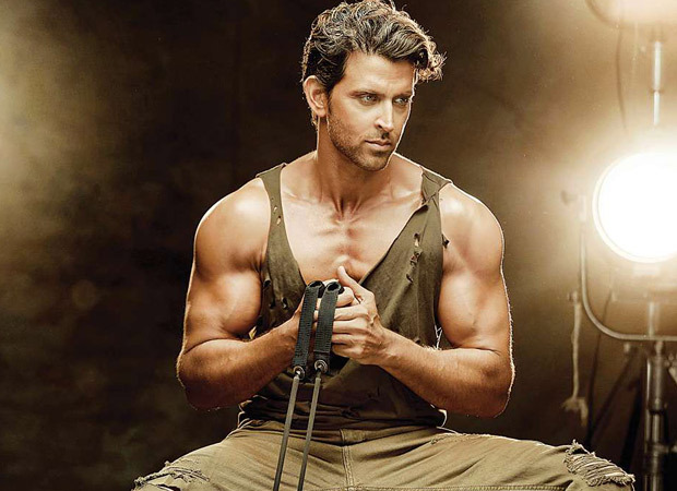 Watch: Hrithik Roshan made everybody groove on the tunes of Ghungroo